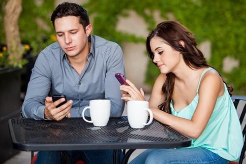 8 Причин, Почему Смартфон Может Разрушить Ваши Отношения