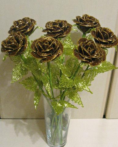 Цветы из бисера Шоколадные розы