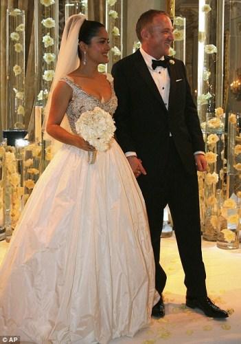 Свадебное платье Сальма Хайек