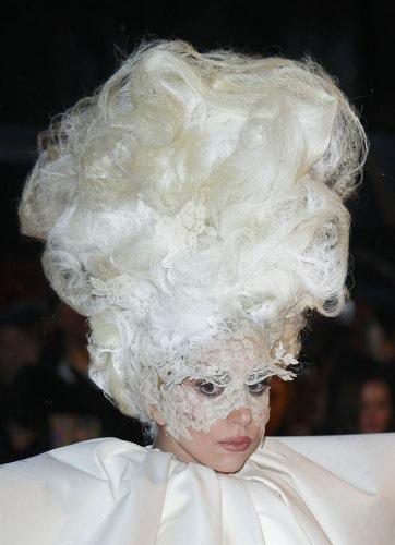 прическа Леди Гага