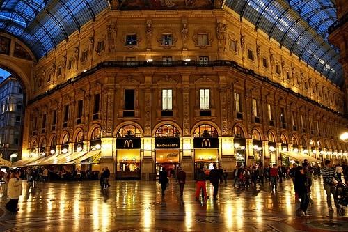 Займитесь шоппингом в галлерее Витторио Эммануэля II