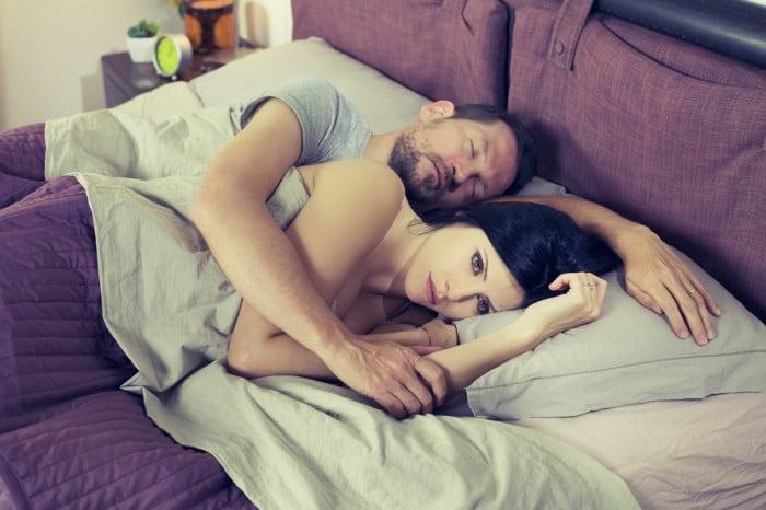 Муж с женой впостеле