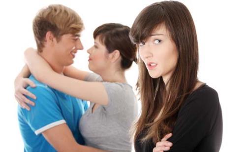 Как Сохранить Женскую Дружбу, Если у Одной из Подруг Появляется Парень