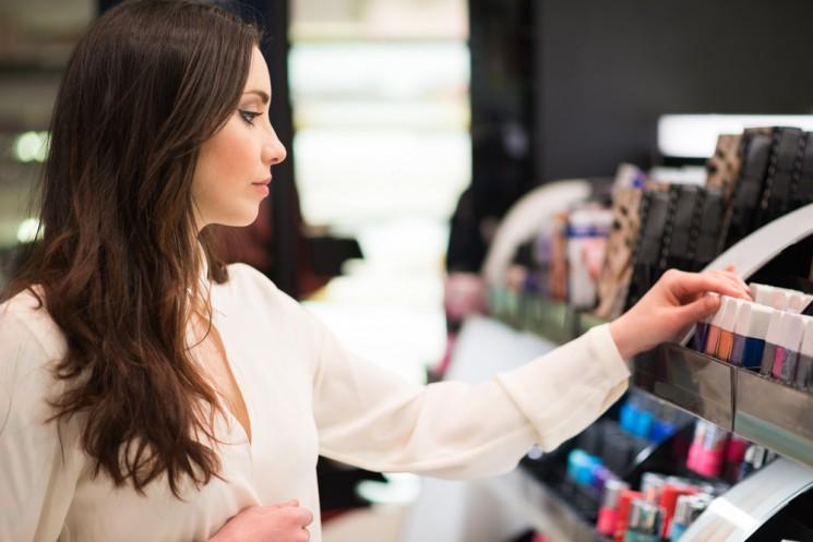 10 советов, как сэкономить на косметике