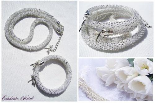 Комплект украшений из бисера Серебро в виде колье и браслета