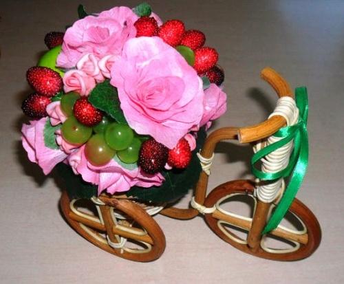 Велосипеды в виде декора Земляника