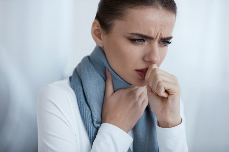 8 лучших домашних средств от боли в горле