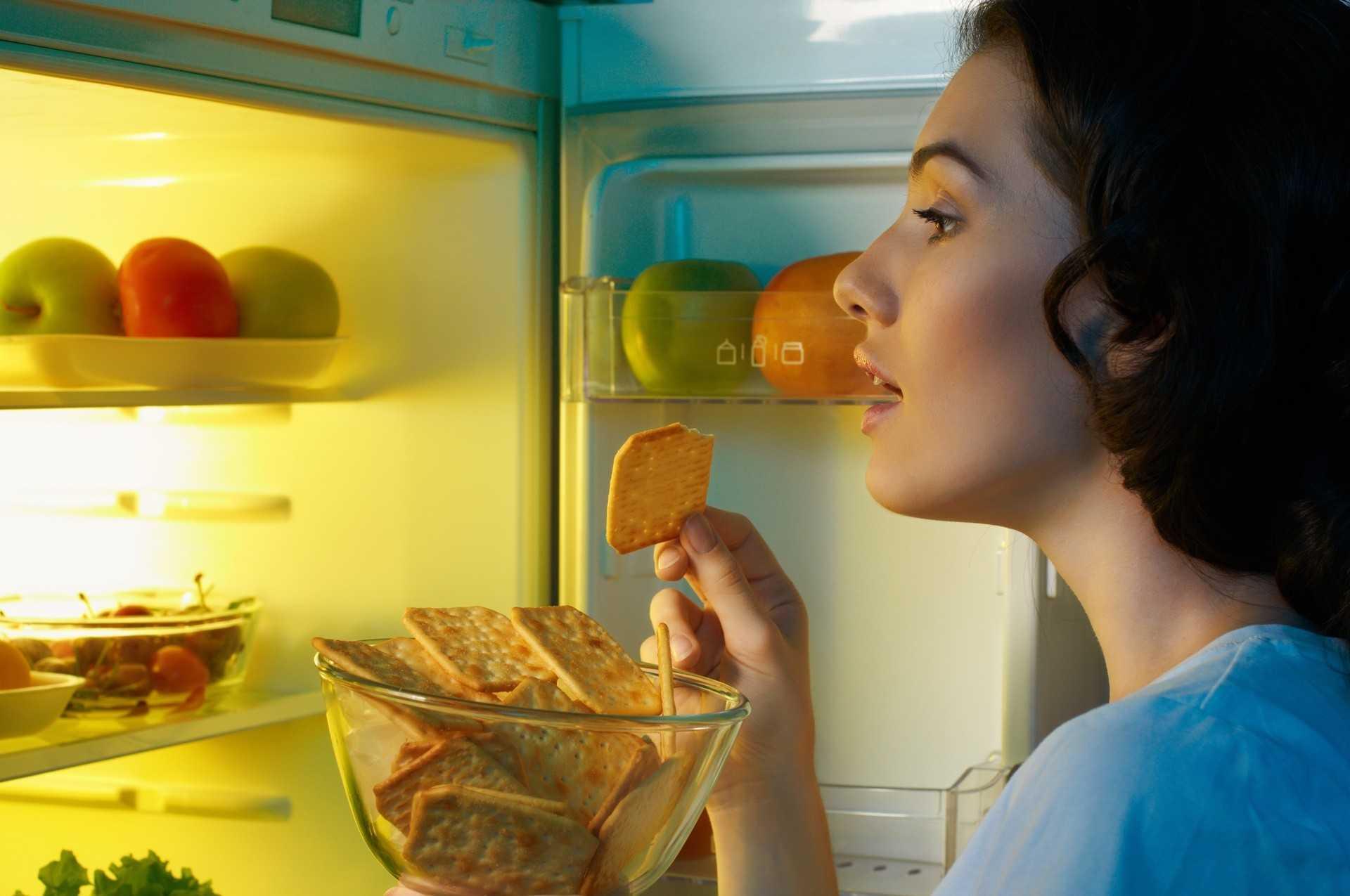 Wie man spät abends eine leckere Mahlzeit zu sich nimmt und weiterhin Gewicht verliert