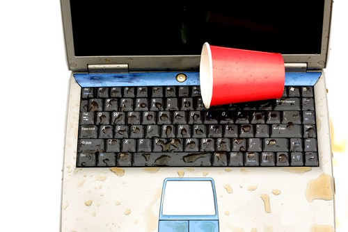 Как Спасти Залитый Ноутбук?
