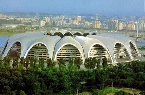 Рунградо Мэй Дэй Стэдиум — 150,000 — Пхеньян, Северная Корея