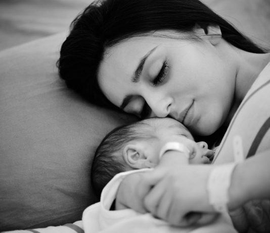 Плюсы и минусы совместного сна с новорожденным ребенком