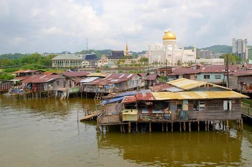 Бруней занимает всего 1% от площади острова