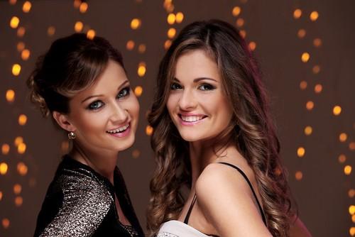 Девушки с новогодними прическами