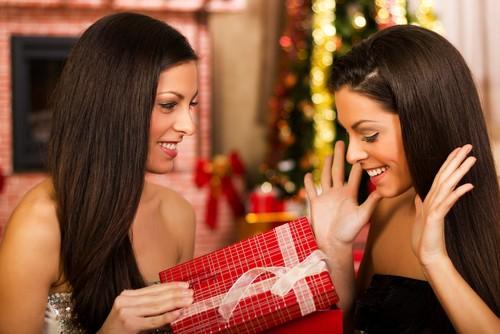 Что Подарить на Новый Год Старшей Сестре?