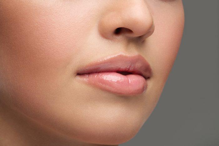 Как сделать губы сияющими