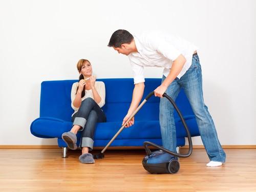 10 Способов Приучить Мужа Помогать по Дому