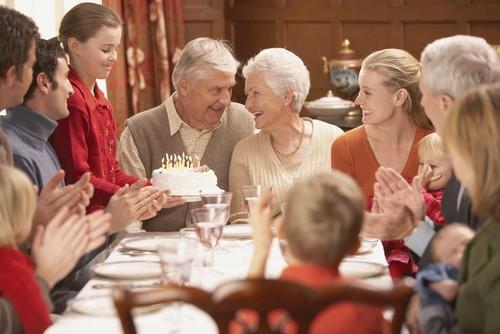 6 Неловких Ситуаций во Время Семейных Праздников и Способы Их Решения