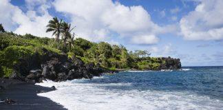 7 самых красивых пляжей с черными песками