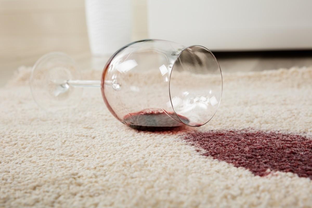 Как вывести пятна с ковра 10 способов для любого типа пятен вино