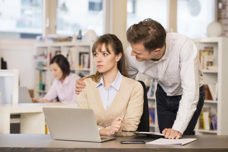 15 признаков того, что начальник к тебе неравнодушен