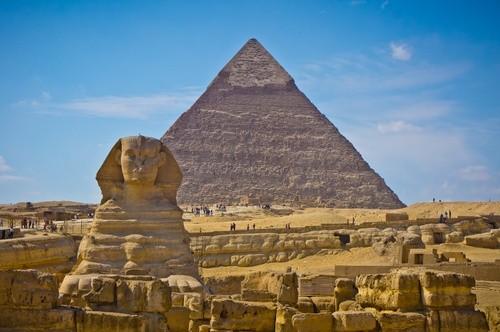 Древнее захоронение в пирамидах Гиза, Египет