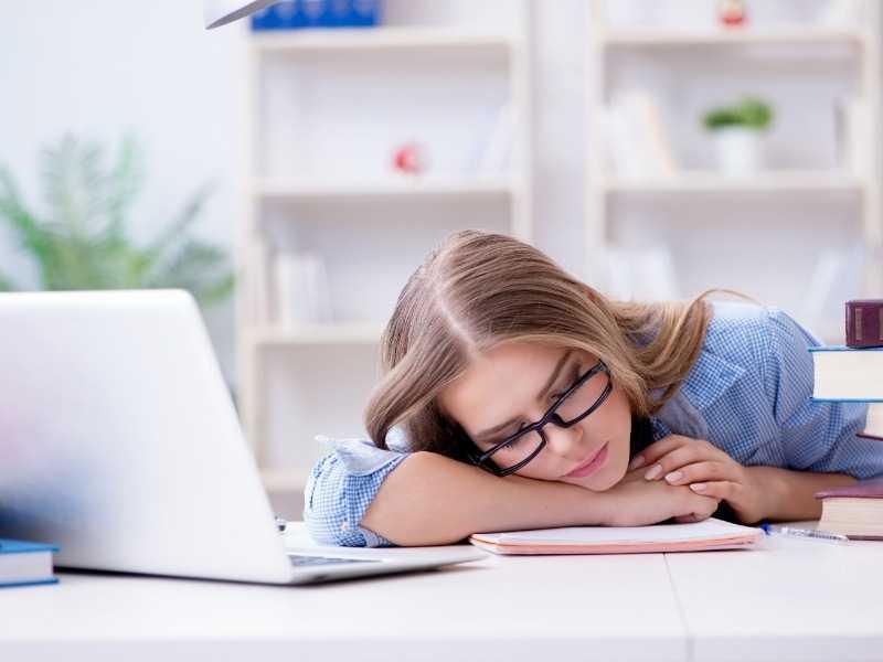 Как побороть сонливость после обеда