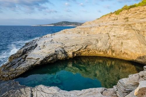 Гиола, Греция