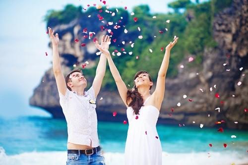влюбленные отдыхают на островах