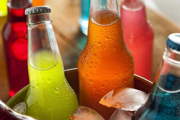 Цветная газировка в бутылках