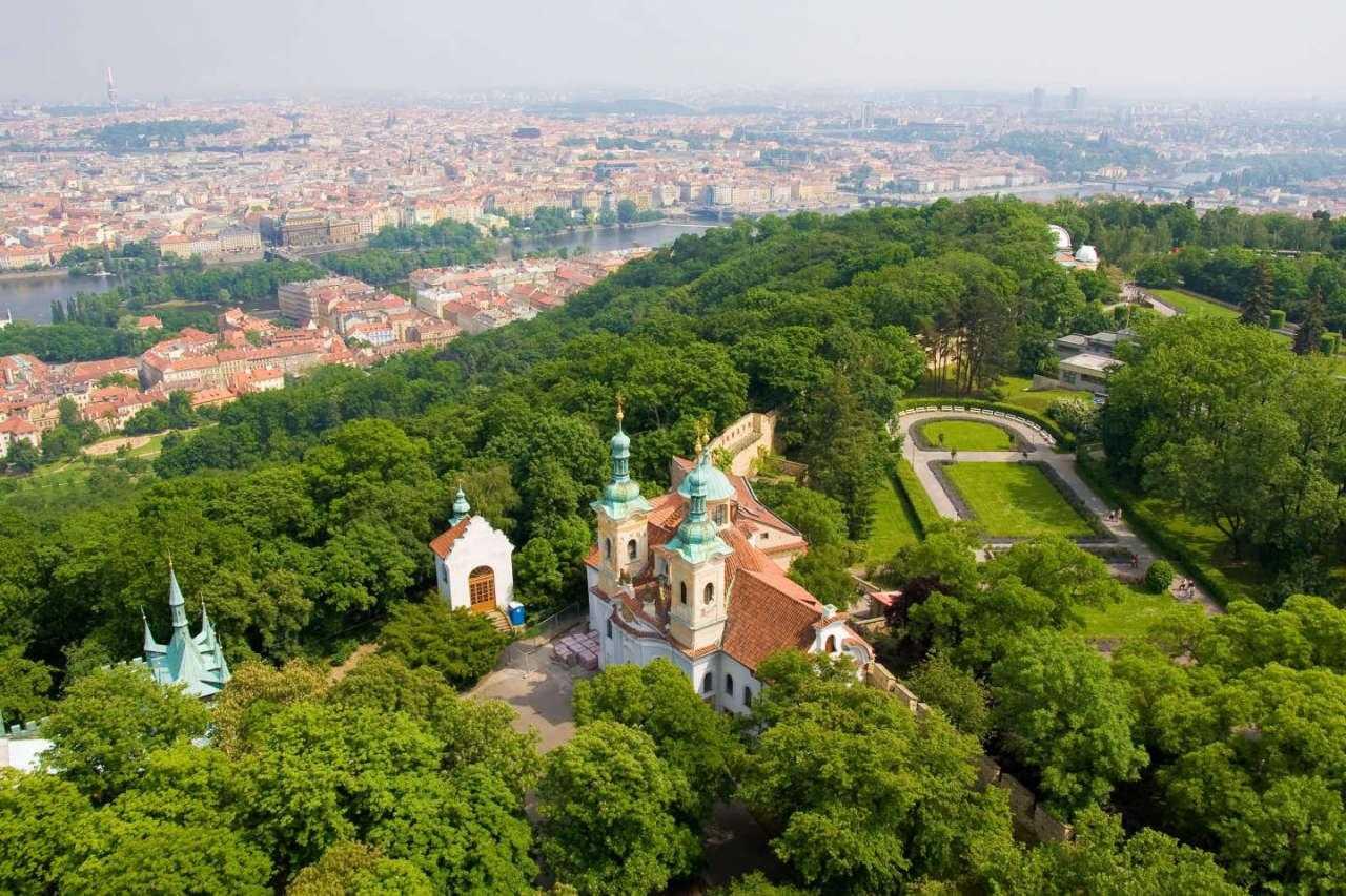 8 удивительных достопримечательностей Праги Холм Петри