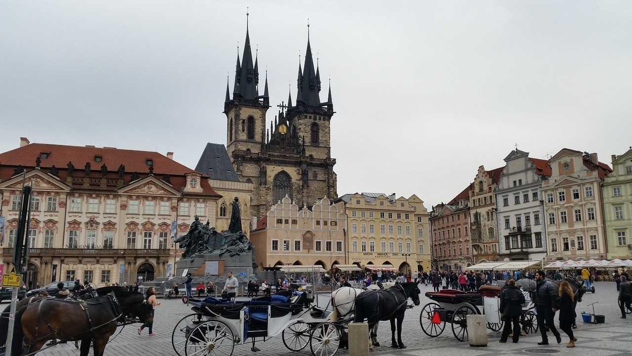 8 удивительных достопримечательностей Праги Староместская площадь