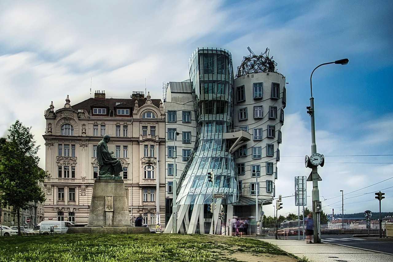 8 удивительных достопримечательностей Праги Танцующий дом
