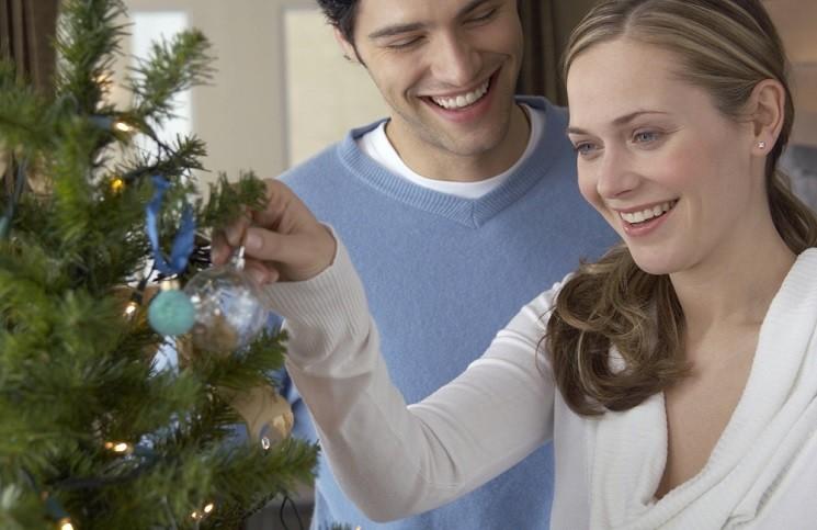 8 Признаков того, что Он Хочет Провести Новый Год с Вами