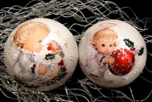 90 декорированных новогодних шаров