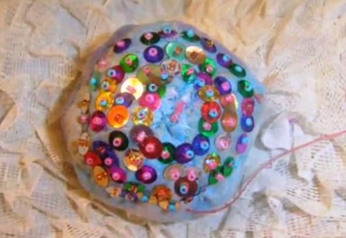 Шьем и декорируем лоскутный новогодний шарик