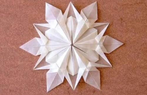 Рождественское Оригами в Виде Снежинки