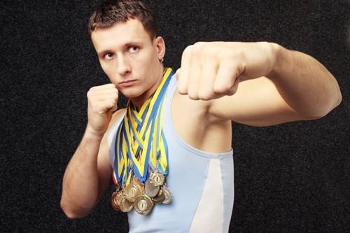 Парень заработал много медалей