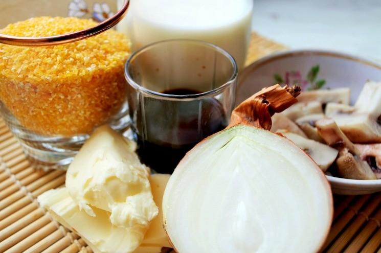 Ингредиенты для кукурузной каши с луком и грибами в бальзамическом уксусе