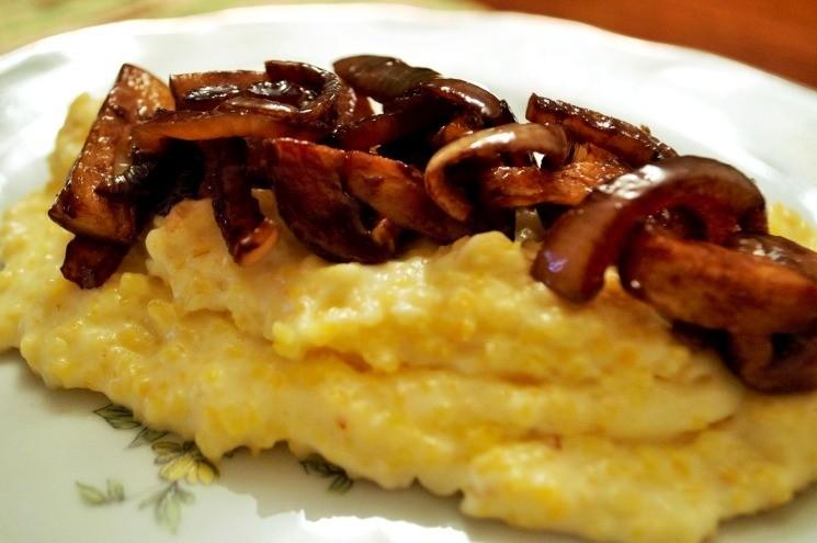 Кукурузная каша с луком и грибами в бальзамическом уксусе 3