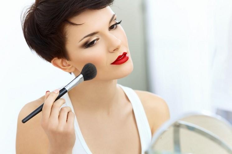 Как сделать макияж брюнеткам?
