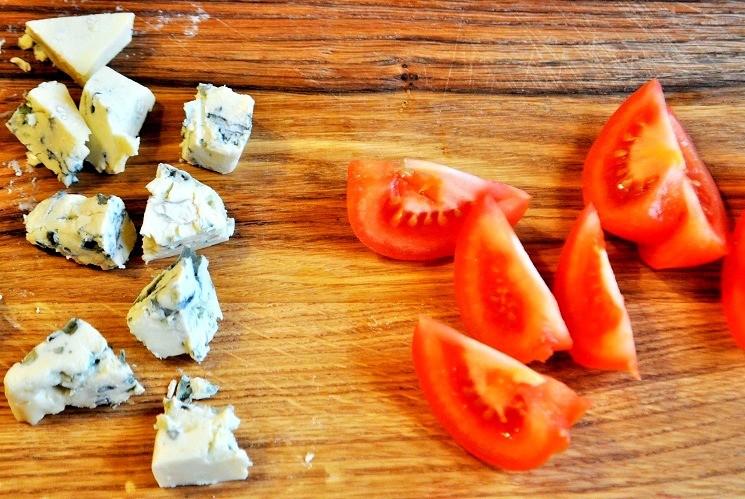 Продукты для салата с куриной печенью с сыром Дорблю 4
