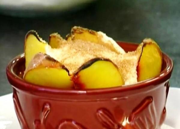 Десерт из персиков с маскарпоне