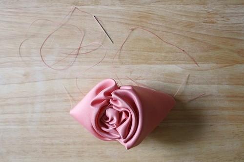 Как из ленты можно сделать розу своими руками