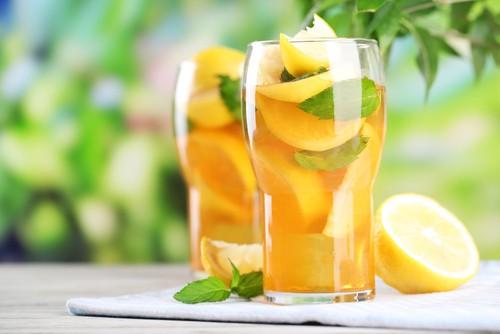 Бодрящий напиток из чая и лимона