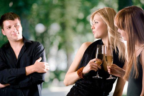 6 способов заставить парня перестать заглядываться на других девушек