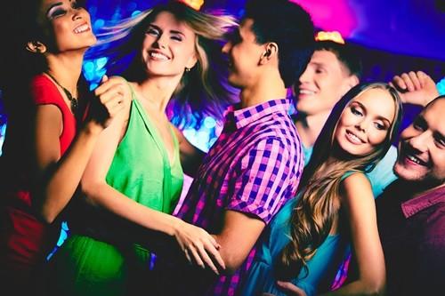 8 самых необходимых средств косметики для похода в ночной клуб