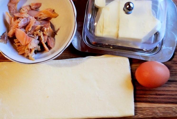 Продукты для круассанов с копчёным рыбным маслом