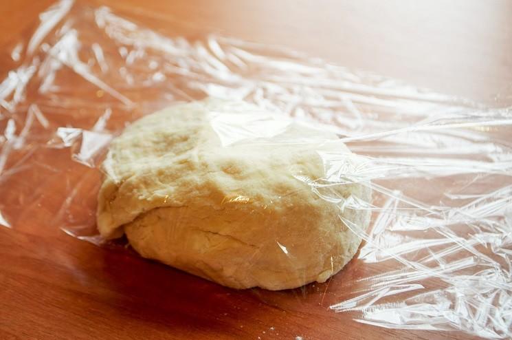 Заверниготовое тесто в пищевую пленку - Пицца Пепперони