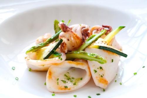 3 рецепта салата с кальмарами