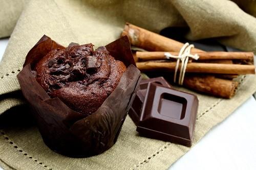 3 вкусных десерта из готовых конфет